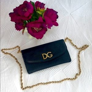 Beautiful D&G logo wallet w/gold removable chain🔥